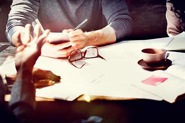 Webサイト構築におけるデザインカンプの役割と評価のポイント